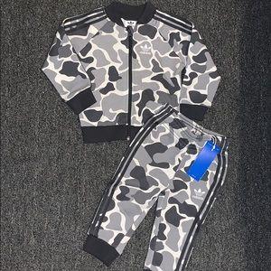 Boys 2pc Gray & Black Camo Adidas Outfit